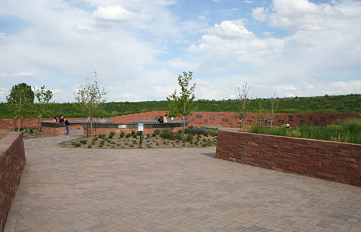 The Columbine memorial. (Photo: DenverJeffrey/Wikimedia Commons)