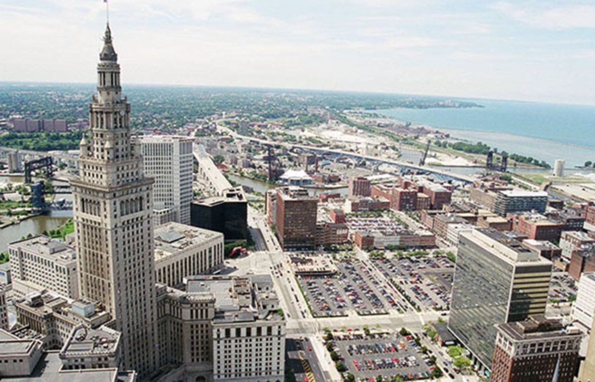 The Terminal Tower complex, with the Warehouse District, the Cuyahoga River, and Lake Erie in the background. (Photo: Lisa Chamberlain/Flickr)