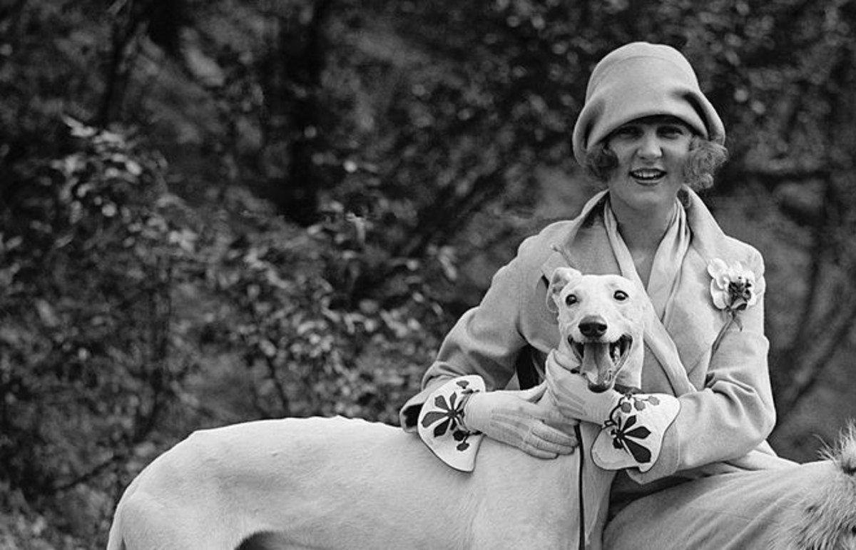 Margaret Gorman, the first Miss America, posing with her Greyhound. (Photo: Library of Congress)