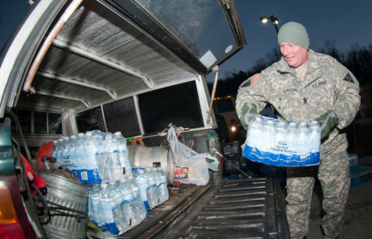 Command Sgt. Maj. Steve Deweese loads water into a vehicle at the Winfield, West Virginia, courthouse. (Photo: The National Guard/Flickr)