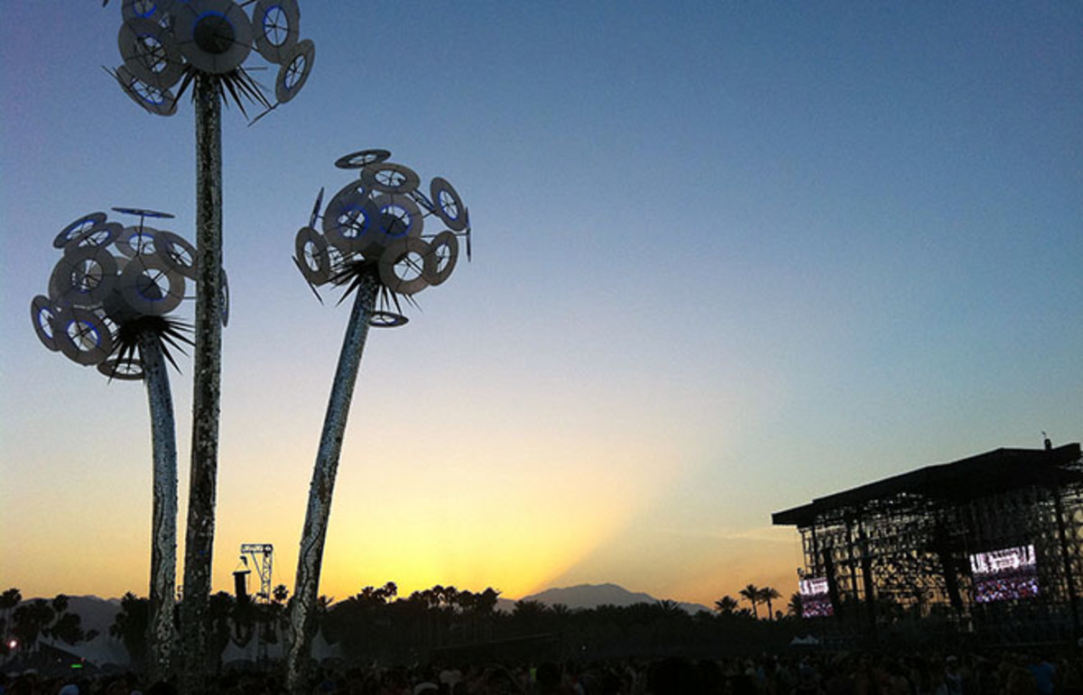 The sun sets over the main stage at Coachella 2011. (Photo: Jameyhopkins/Wikimedia Commons)