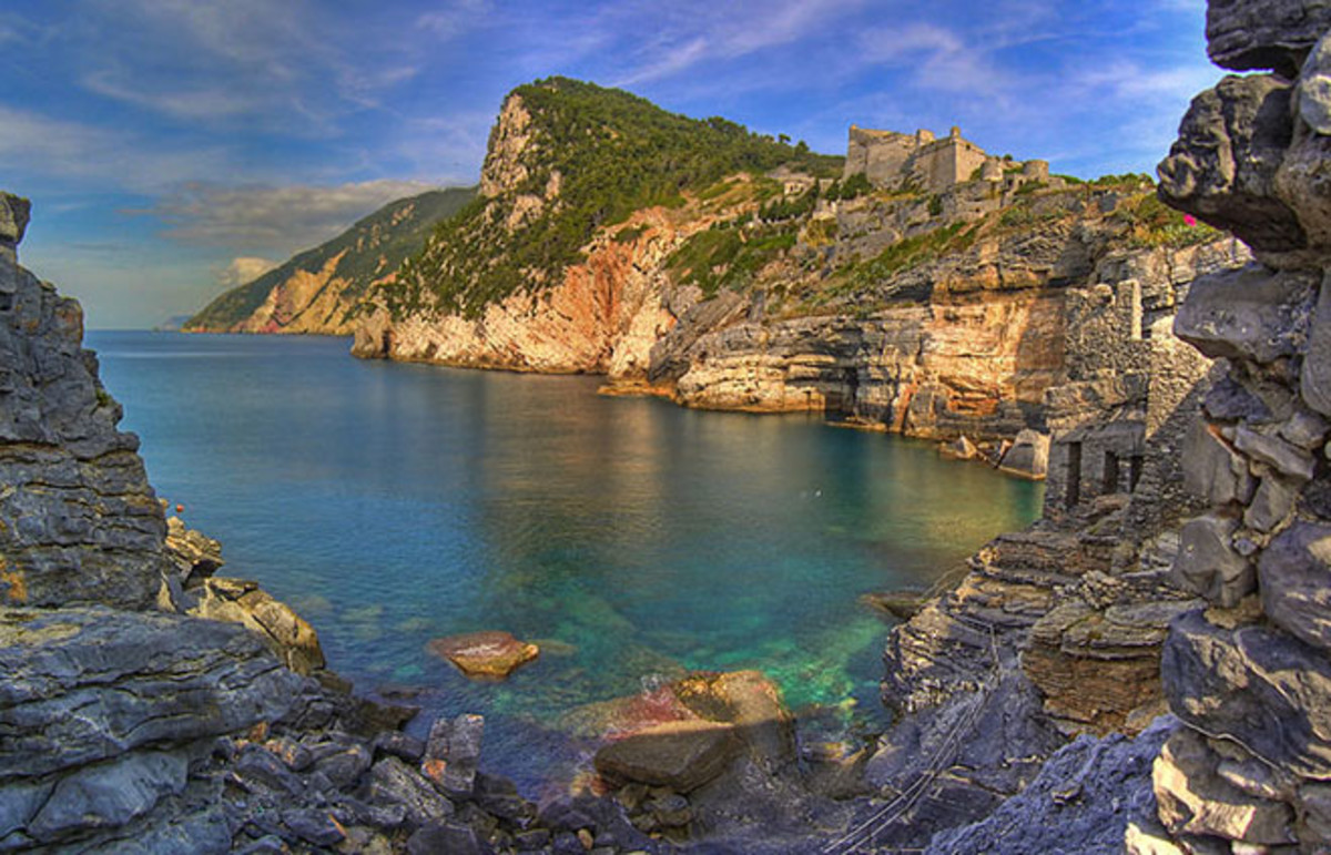 Byron's Cave in Portovenere, Italy, named in Lord Byron's honor. (Photo: Andrea/Wikimedia Commons)