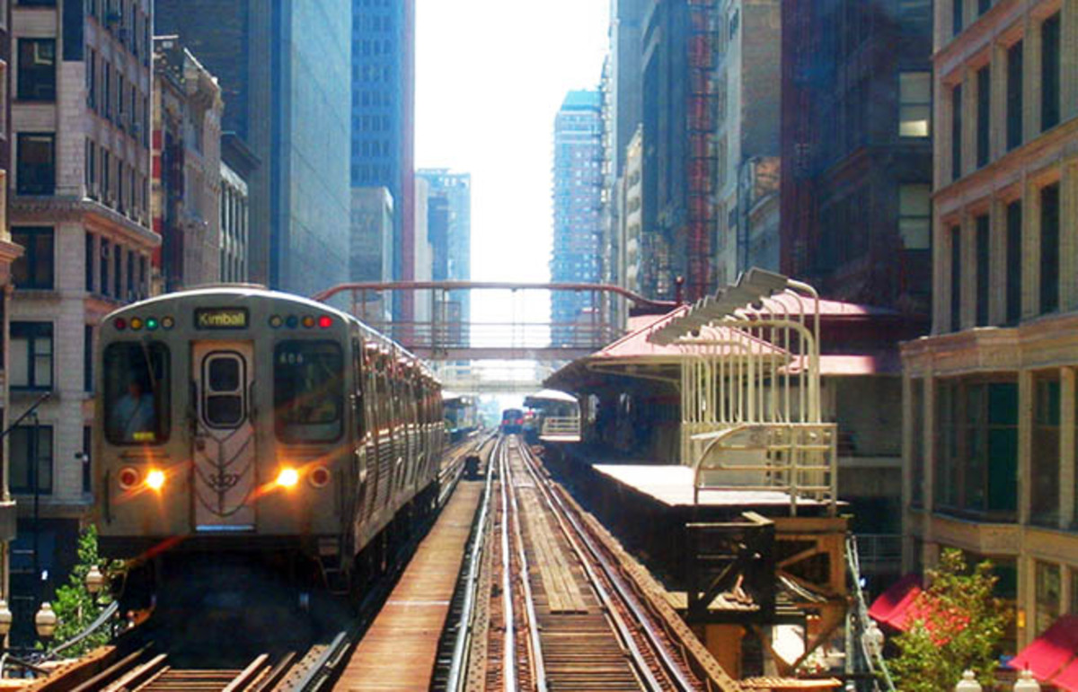 A CTA Brown Line train leaving the Madison/Wabash station in the Chicago Loop. (Photo: JeremyA/Wikimedia Commons)