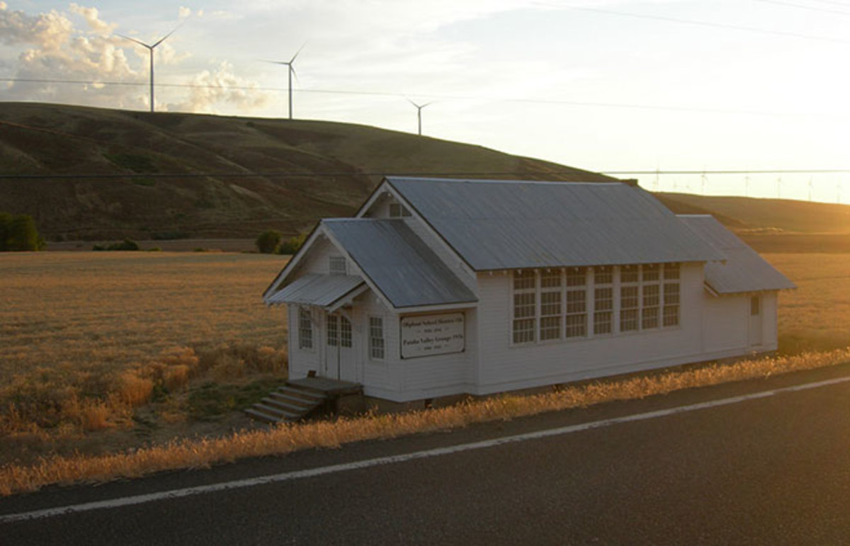 Oliphant School House,  on US Highway 12 near Pomeroy, Washington. (Photo: jimmywayne/Flickr)