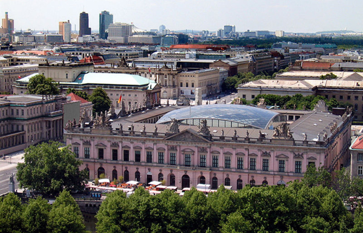 Blick auf das Historische Museum, former armory, now museum on Unter den Linden boulevard in Berlin, Germany. (Photo: Public Domain)