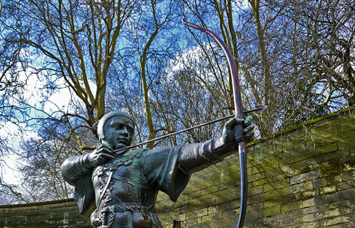 Statue of Robin Hood. (Photo: Darren Green/Shutterstock)