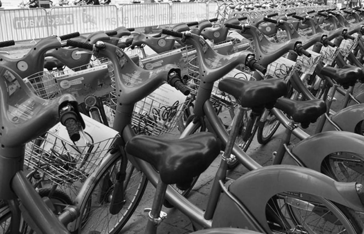The Vélib bikes of Paris. (Photo: Phil.Claboter/Flickr)