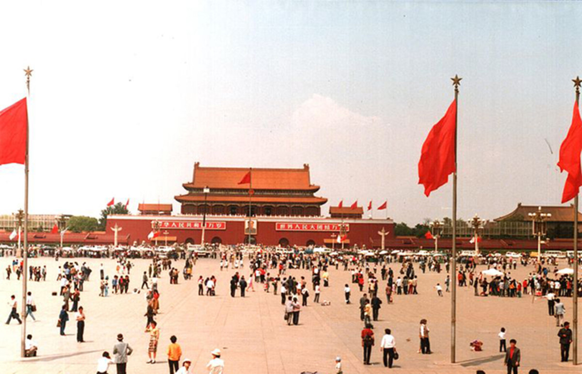 Tiananmen Square as seen from the Monument to the People's Heroes in 1988. (Photo: Derzsi Elekes Andor/Wikimedia Commons)
