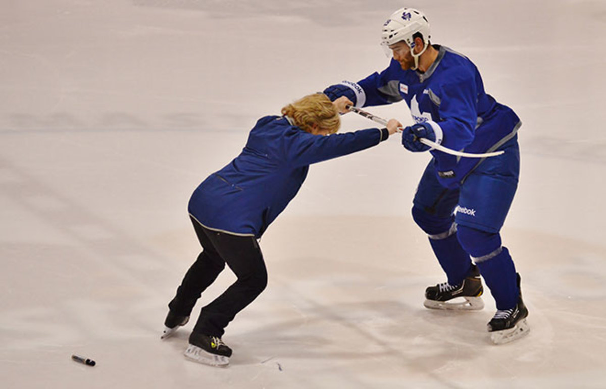 Barb Underhill works with Jerry D'Amigo of the Torono Maple Leafs. (Photo: Sam Riches)