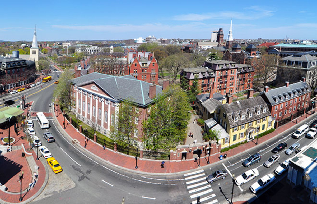 Harvard Yard as seen from Holyoke Center. (Photo: Chensiyuan/Wikimedia Commons)