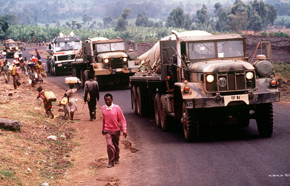 A convoy of American military vehicles bring fresh water from Goma to Rwandan refugees in August 1994. (Photo: Public Domain)