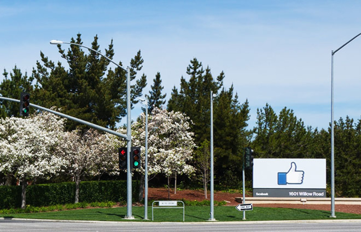 Entrance to Facebook headquarters complex in Menlo Park, California. (Photo: LPS.1/Wikimedia Commons)