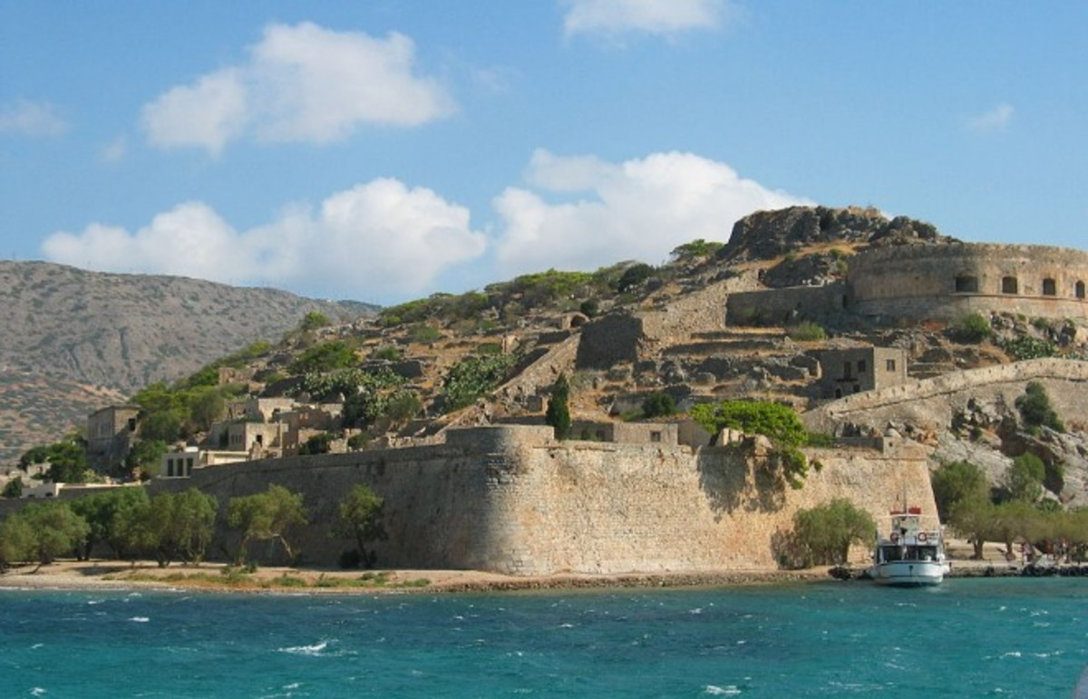 Island of Spinalonga, a former leper colony. (Photo: Public Domain)