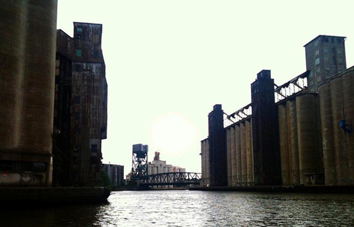 Elevator Alley, a stretch of the Buffalo River. (Photo: Andre Carrotflower/Wikimedia Commons)