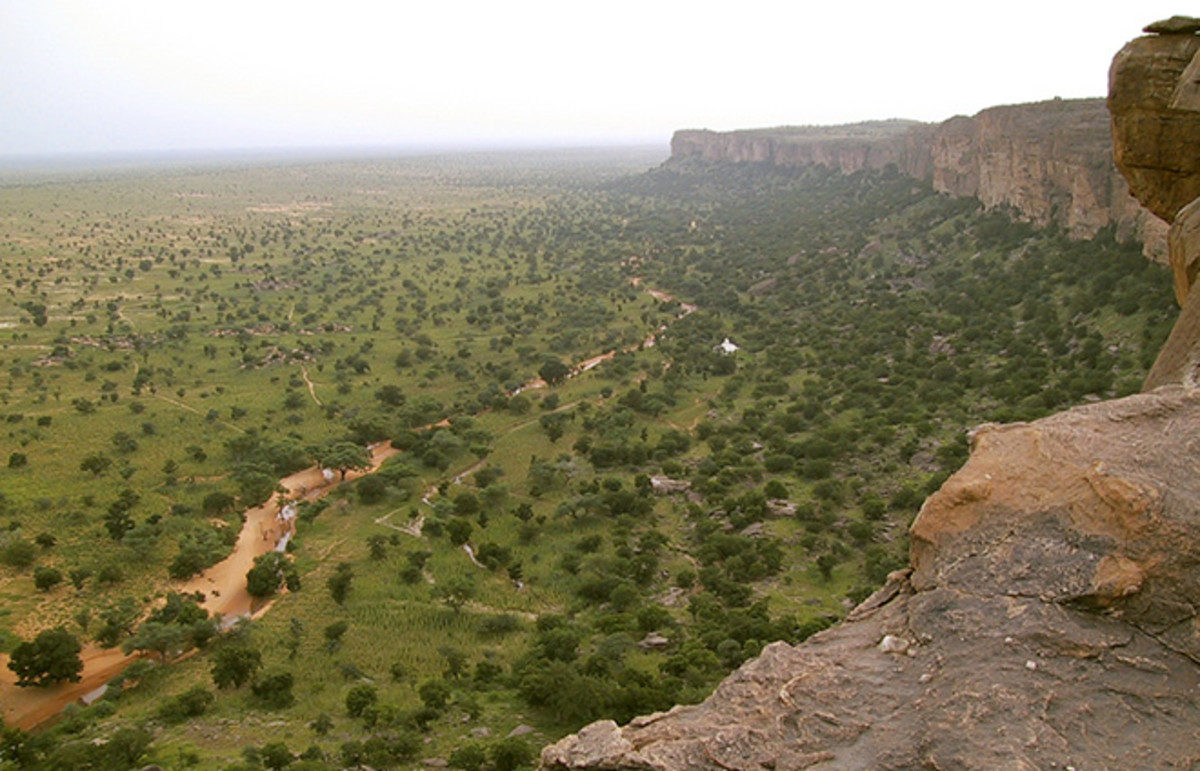 The Bandiagara Escarpment in the Dogon country of Mali. (Photo: Timm Guenther/Wikimedia Commons)