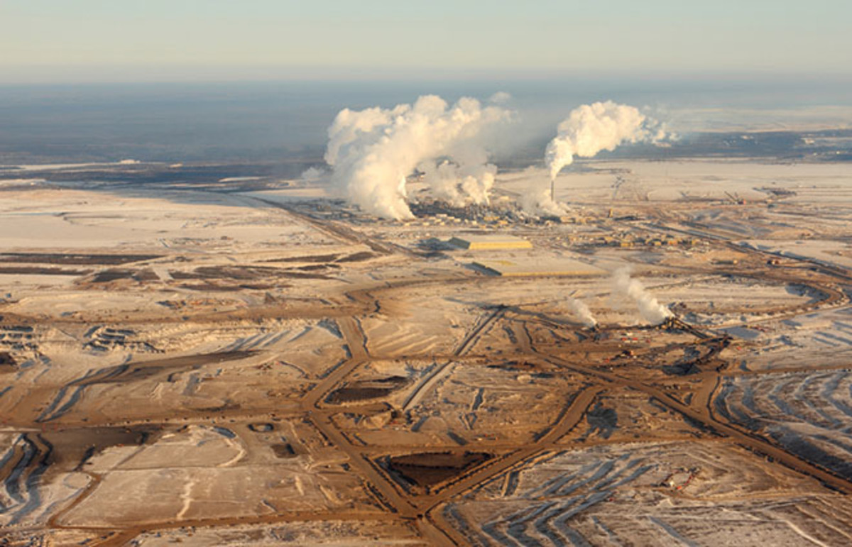 Tar sands development in Northern Alberta, Canada. (Photo: Christopher Kolaczan/Shutterstock)