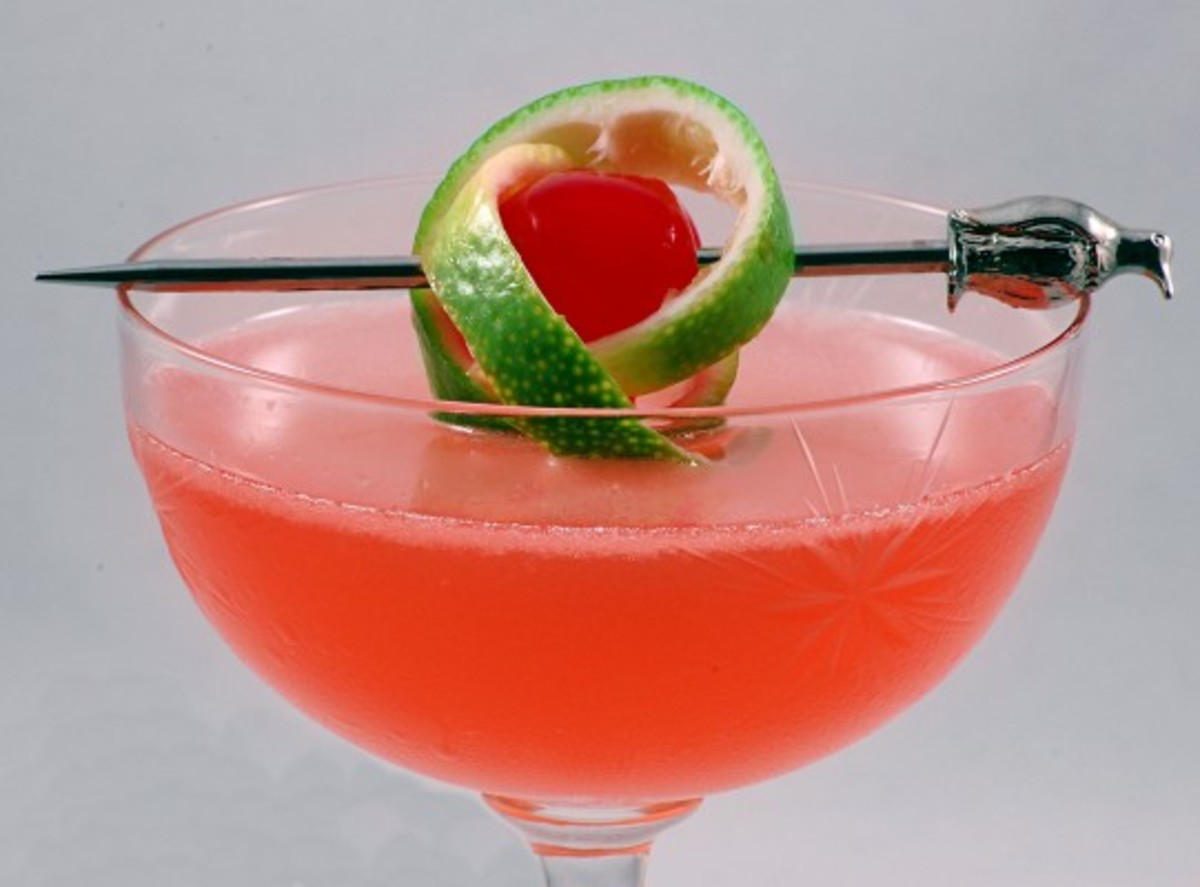 Pink_Lady_with_a_twist_of_lime_in_a_cocktail_glass-541x400