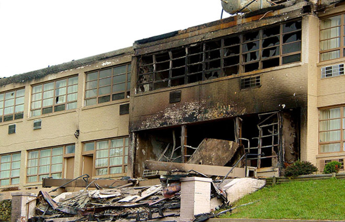 The Skyline Parkway Motel in Afton, Virginia, after arson on July 9, 2004. (Photo: Ben Schumin/Wikimedia Commons)