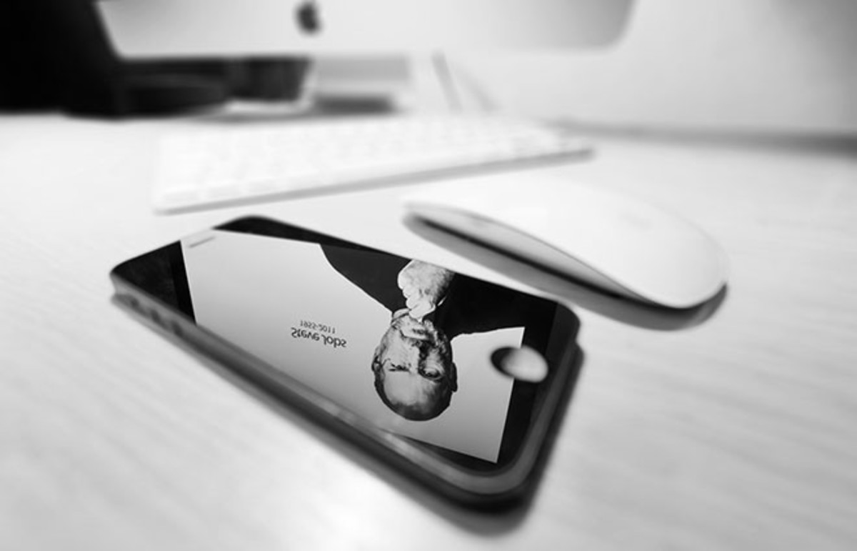 Mac with reflection of Steve Jobs in an iPhone 5. (Photo: Stefan Holm/Shutterstock)