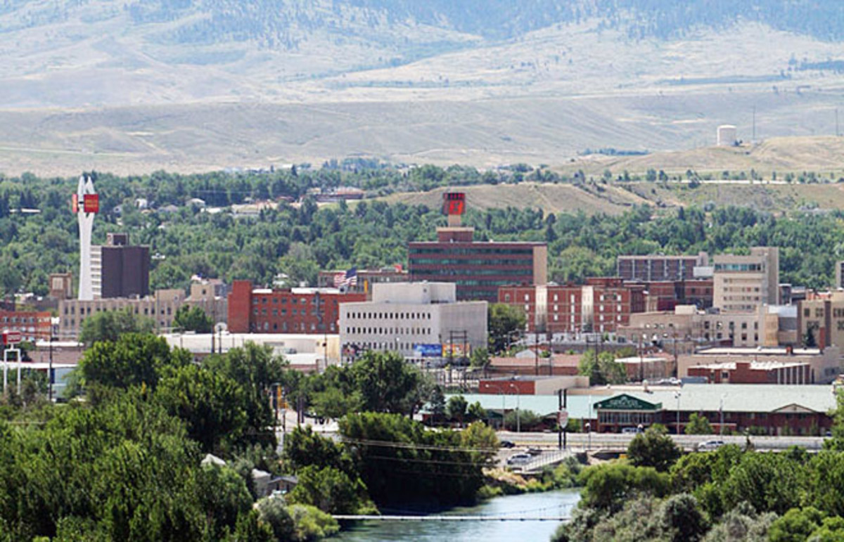 Overview of downtown Casper, Wyoming, looking south toward Casper Mountain, with the North Platte River in the foreground. (Photo: Public Domain)