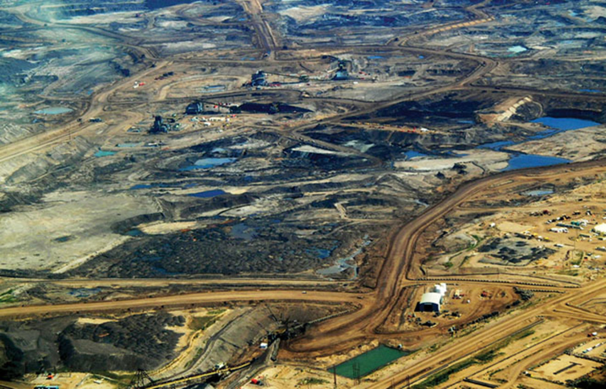 Tar sands development in Northern Alberta, Canada. (Photo: Howl Arts Collective/Flickr)