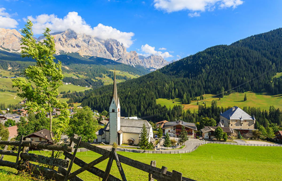 Church in Italy. (Photo: Pawel Kazmierczak/Shutterstock)