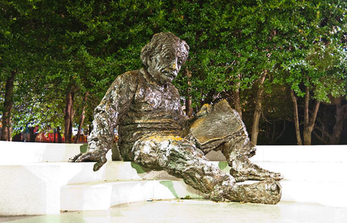 Statue of Albert Einstein in front of the National Academy of Sciences Building. (Photo: fischerfotos/Flickr)