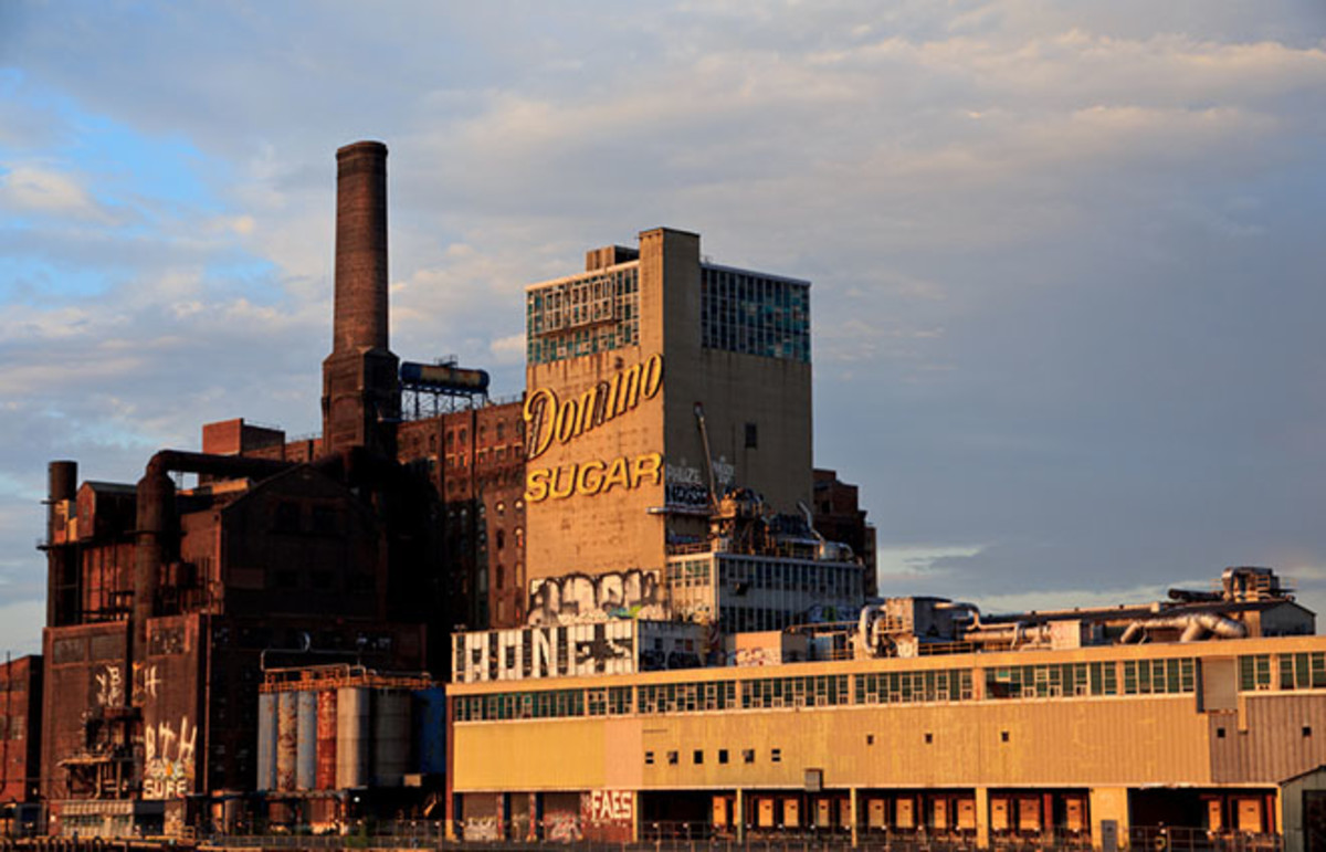 Domino Sugar Factory in Brooklyn, New York. (Photo: Santos Gonzalez/Flickr)