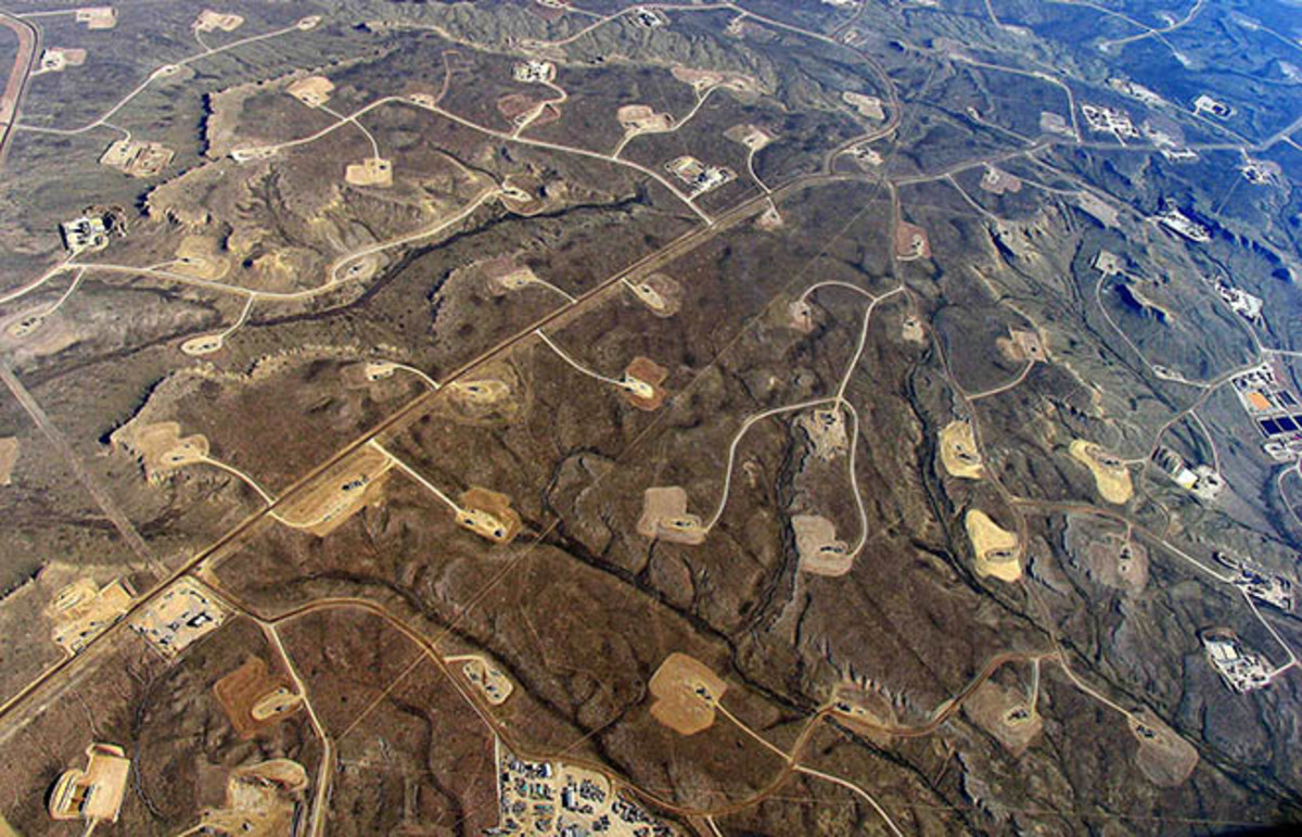 In areas where hydraulic fracturing is heavy, a dense web of roads, pipelines, and well pads turn continuous forests and grasslands into fragmented islands. (Photo: Simon Fraser University/Flickr)