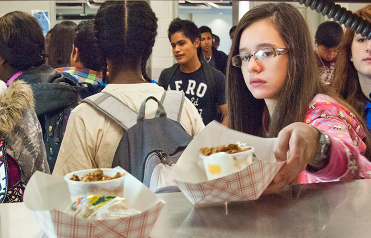 School lunch at Washington-Lee High School, in Arlington, Virginia. (Photo: U.S. Department of Agriculture)