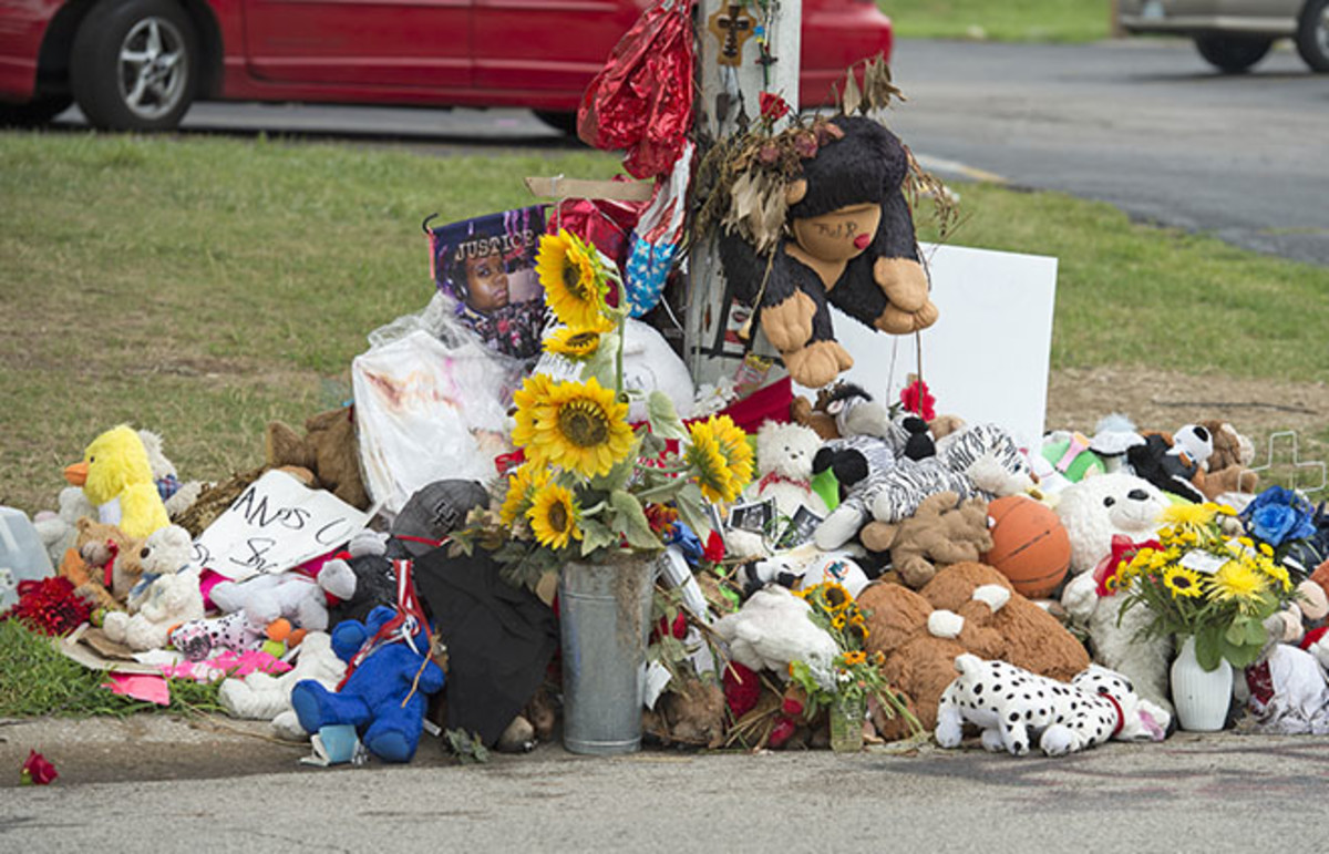 A makeshift memorial near where Michael Brown was shot to death by police in Ferguson, Missouri. (Photo: R. Gino Santa Maria/Shutterstock)