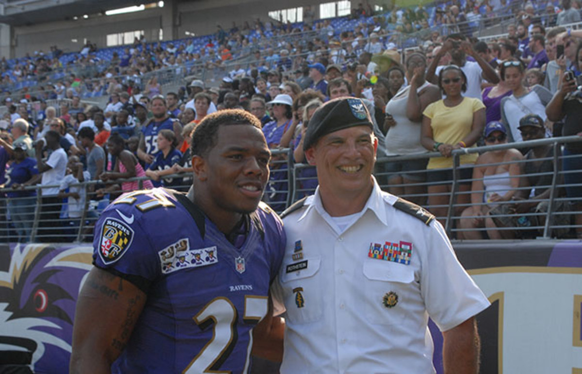 Ray Rice and Colonel Edward C. Rothstein. (Photo: ftmeade/Flickr)