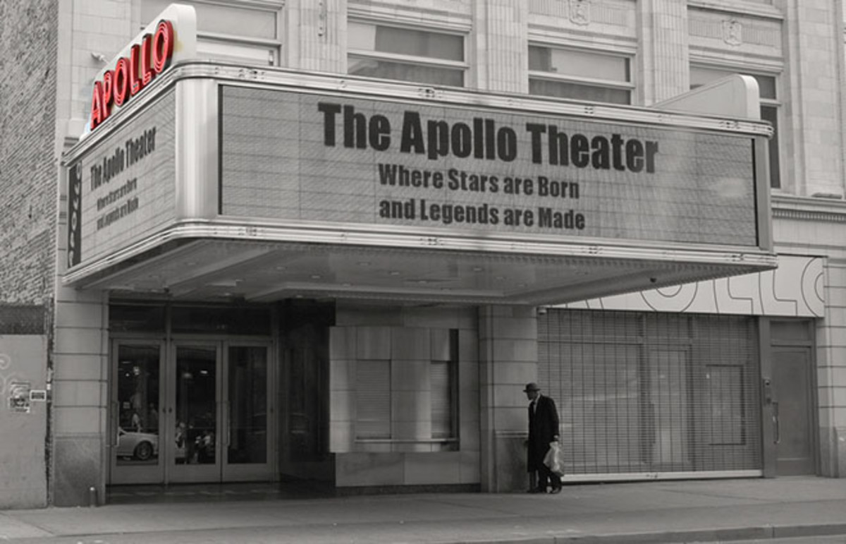 Outside of the Apollo Theater. (Photo: Dr. Wendy Longo/Flickr)