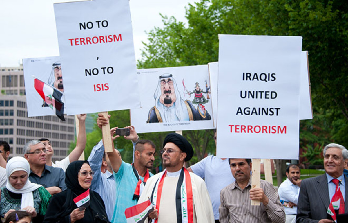 Iraqi demonstrators protested against ISIL in front of the White House in Washington, D.C., on June 21, 2014. (Photo: Rena Schild/Shutterstock)