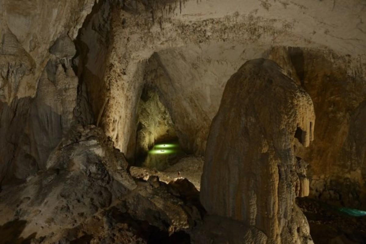 china-largest-cave-miao_84184_990x742-595x396