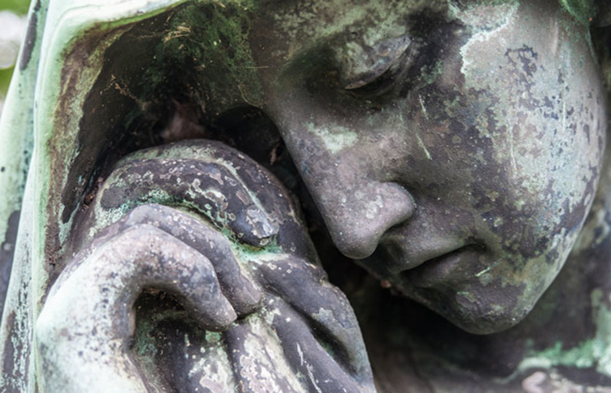 Detail of a mourning sculpture. (Photo: Jule_Berlin/Shutterstock)