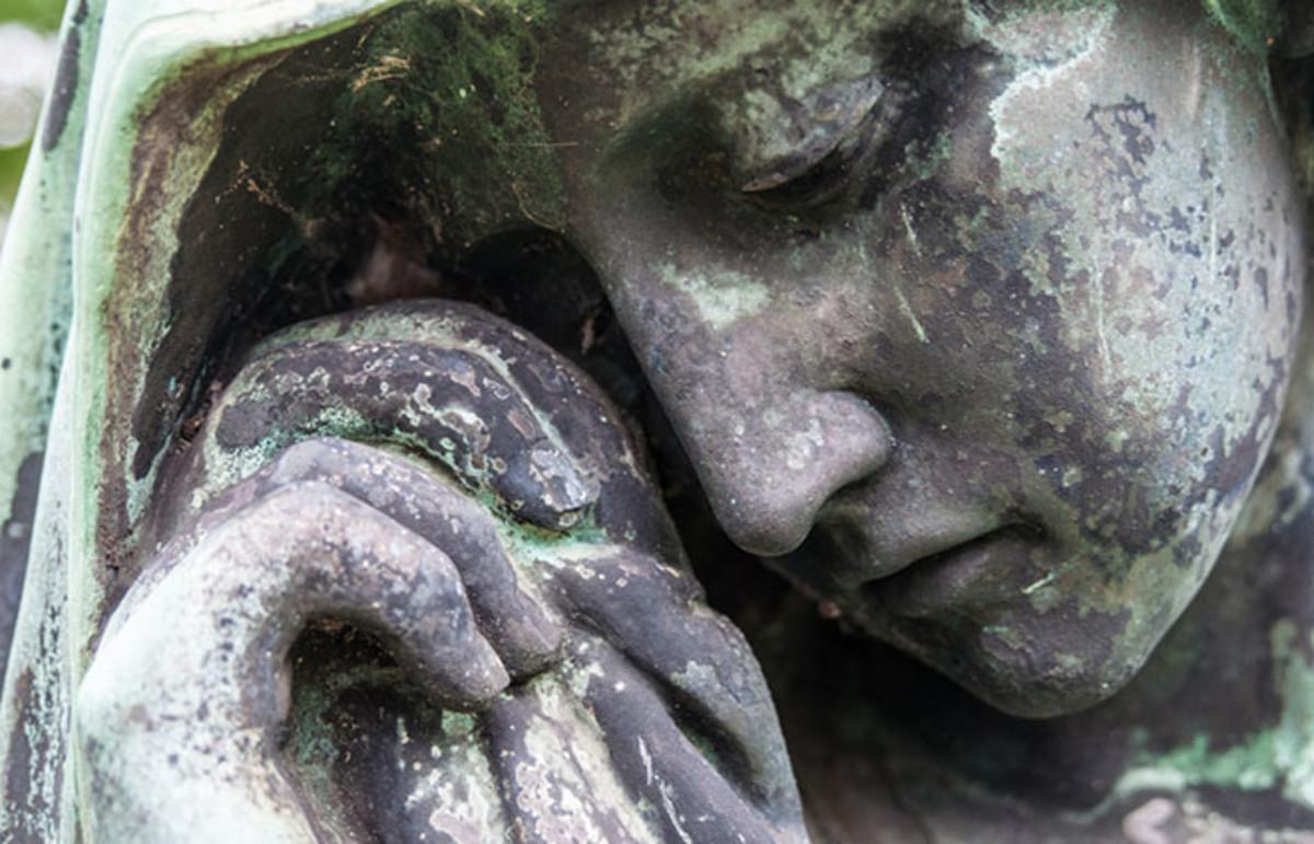 Detail of a mourning sculpture. (Photo: Jule_Berlin/Shutterstock)