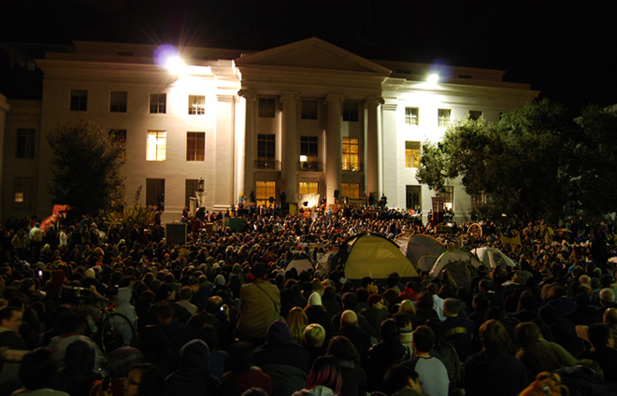 A rally at Sproul Plaza. (Photo: Christine Baek/Flickr)