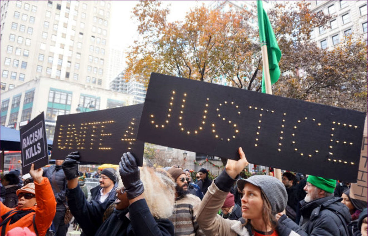 New Yorkers protest Black Friday in solidarity with Ferguson, Missouri. (Photo: otto-yamamoto/Flickr)