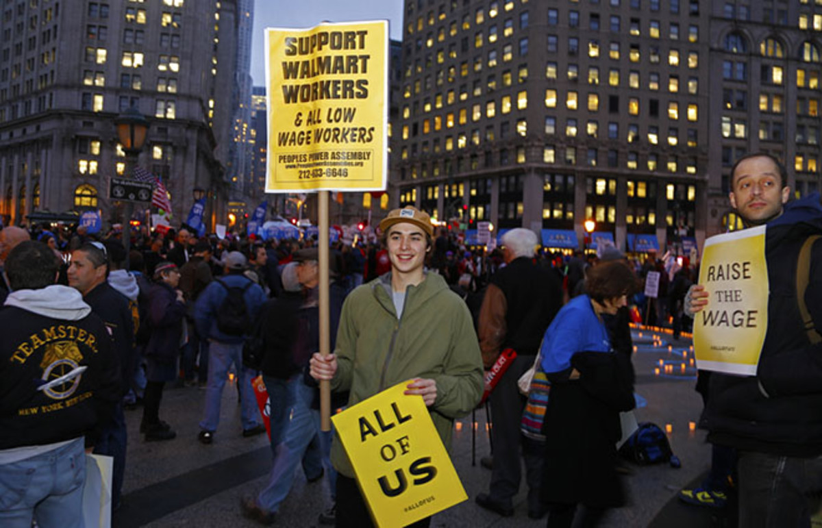A New York City rally organized by Fast Food Forward, a coalition seeking improved condition for workers. (Photo: a katz/Shutterstock)