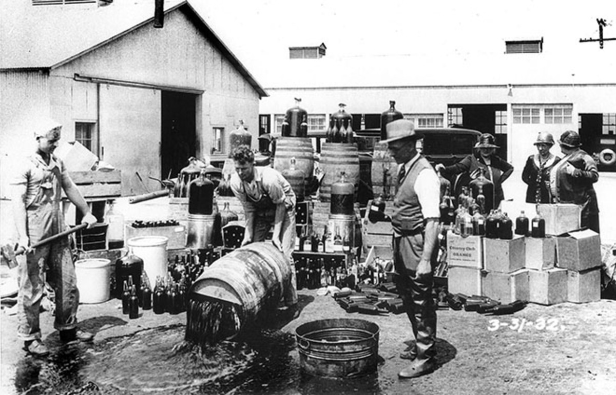 Orange County, California, sheriff's deputies dumping illegal alcohol, 1932. (Photo: Orange County Archives/Wikimedia Commons)