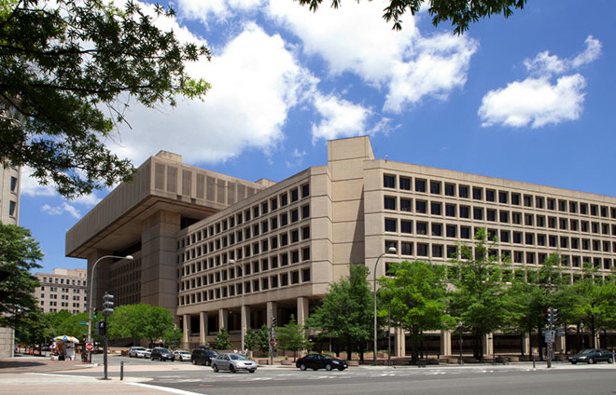 J. Edgar Hoover FBI building in Washington, D.C. (Photo: Mark Van Scyoc/Shutterstock)