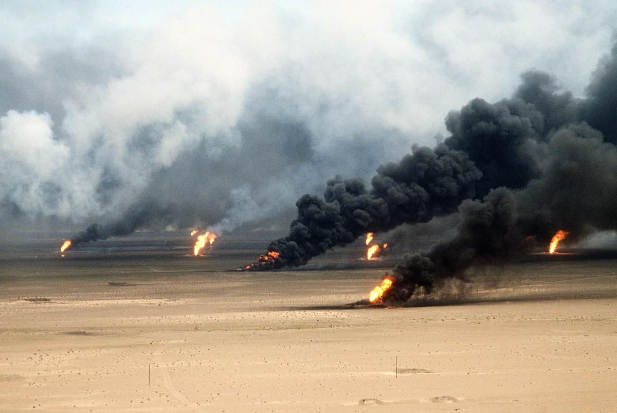 Oil well fires rage outside Kuwait City in the aftermath of the First Gulf War. (Photo: Everett Historical/Shutterstock)