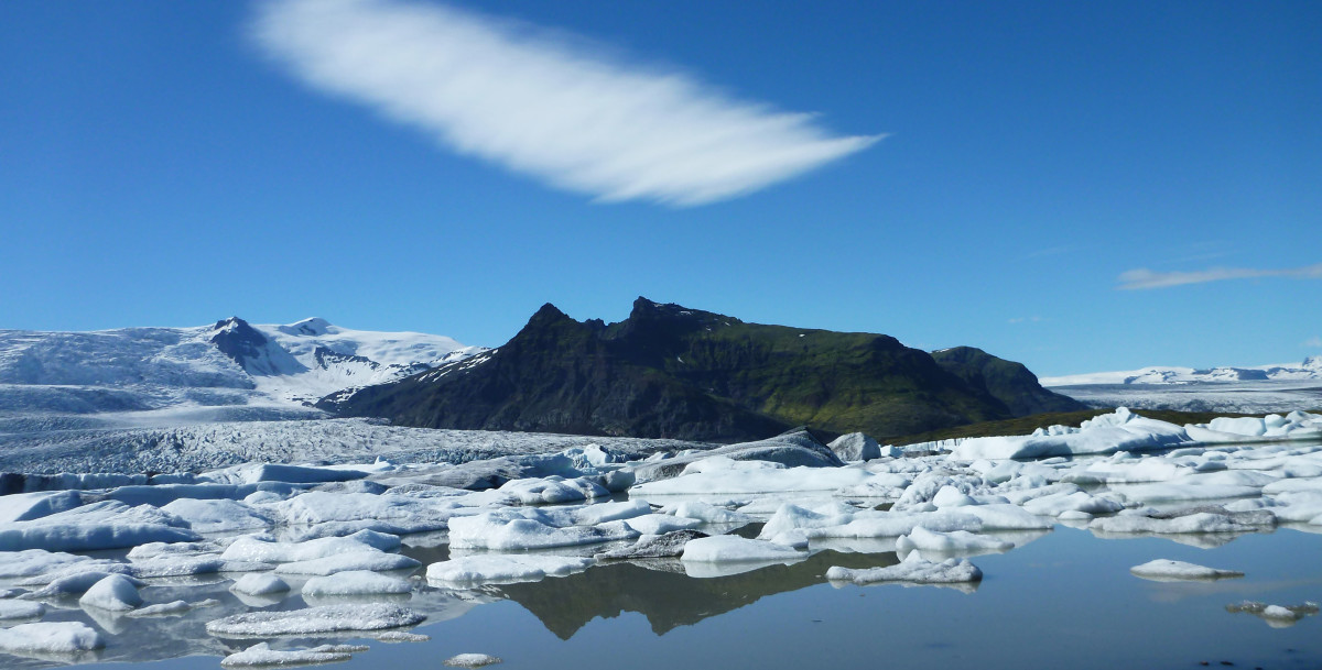 Global warming has caused glacier ice at Iceland's Jokulsarlon lake to melt. (Photo: Michael Zysman/Shutterstock)