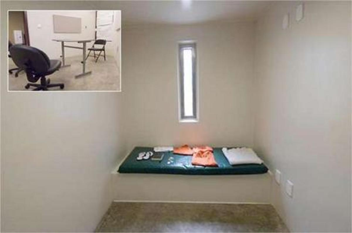 David Hicks' Guantanamo Bay cell (November 2006) and, inset, the reading room with no books. (Photo: Public Domain)