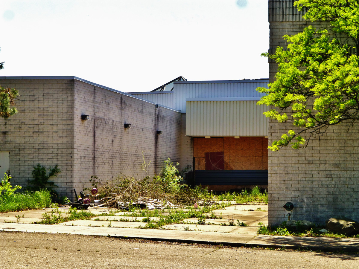 The abandoned Rolling Acres Mall, in Akron, Ohio. (Photo: Nicholas Eckhart/Flickr)