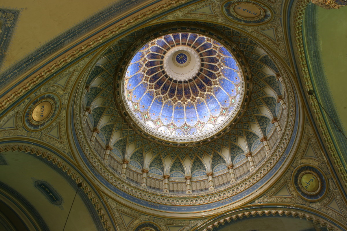 The dome of the Szeged Synagogue. (Photo: Pataki Márta/Wikimedia Commons)