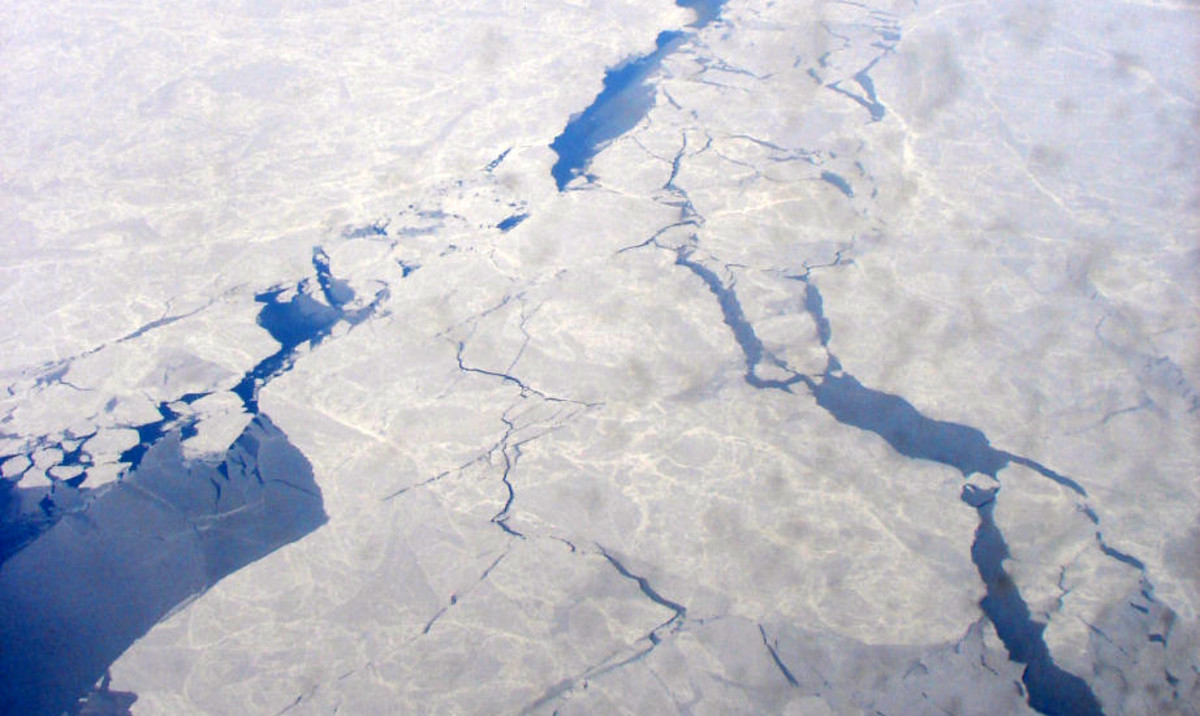 Spring break-up of sea ice on the Chukchi Sea. (Photo: P199/Wikimedia Commons)