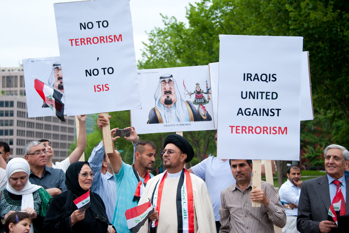 Iraqi demonstrators protesting against ISIS in front of the White House in Washington, D.C., in 2014. (Photo: Rena Schild/Shutterstock)