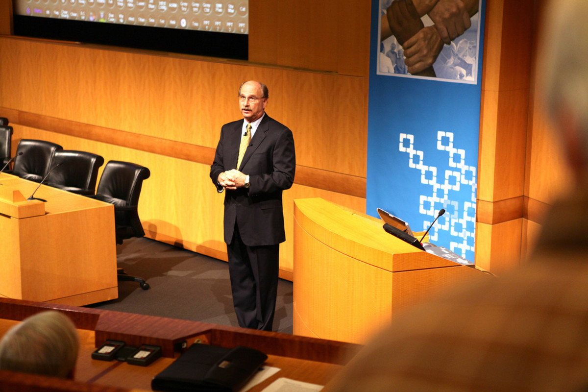 Dr. Chuck Denham giving a keynote address to the Cleveland Clinic in 2011. (Photo: SafetyLeaders/Flickr)